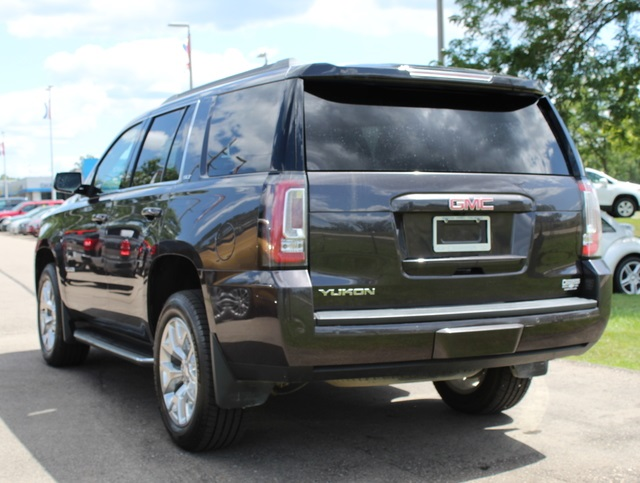PRE-OWNED 2016 GMC YUKON SLT WITH NAVIGATION & 4WD